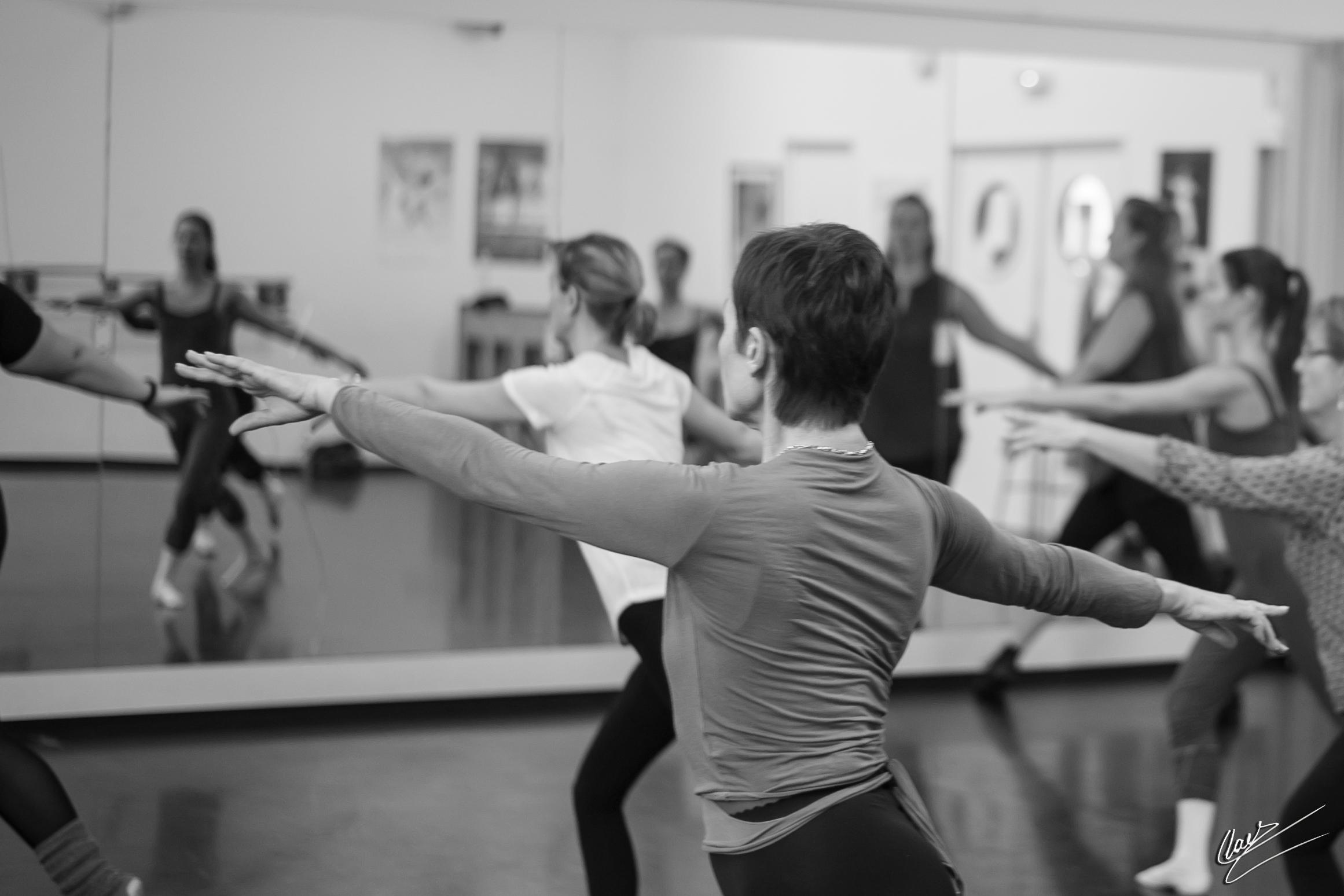 Cours de danse classique pour adultes ecole de danse for Cours danse classique barre